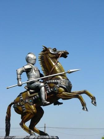 """Imię Wiktor jest szyte na miarę władców, rycerzy i dostojników. Z łaciny bowiem tłumaczy się je jako """"zwycięzca""""."""